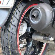 Hệ thống rãnh lốp giúp phân tán nước tăng khả năng bám đường