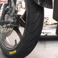 Lốp trước xe Airblade Maxxis gai lốp trẻ trung, bám đường tốt