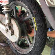 Lốp sau xe Wave thay vỏ Maxxis